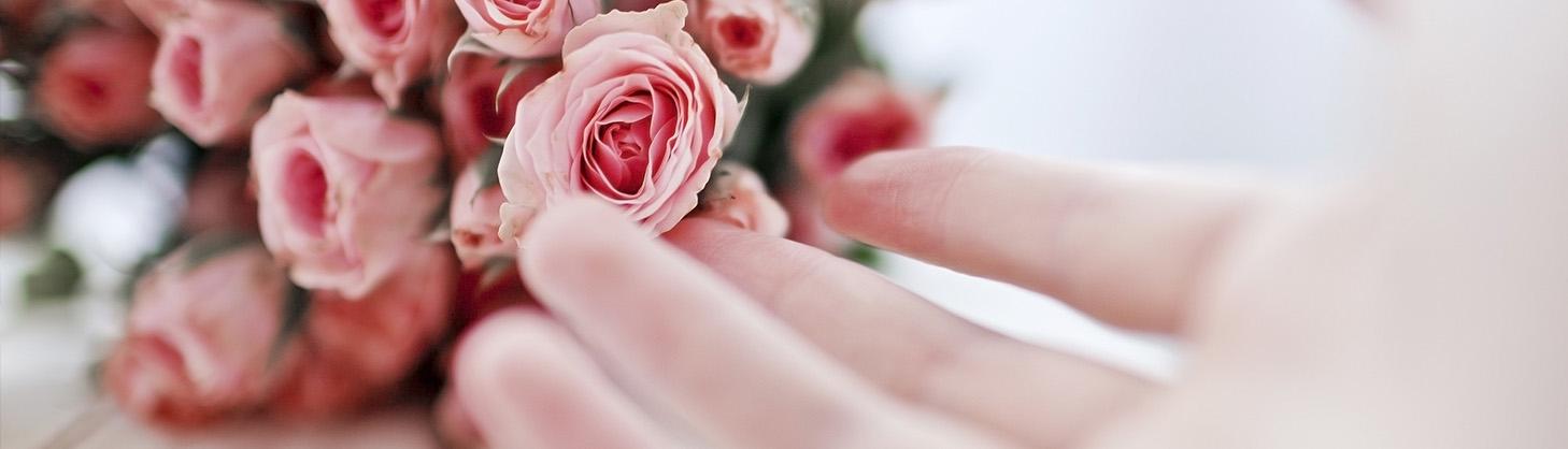 Цветы и женщина — само совершенство!